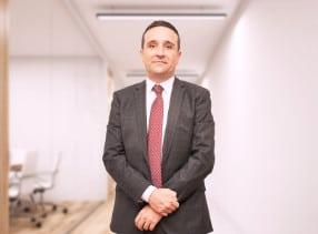Rafael Barderas is a lawyer with more than 10 years of experience